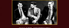 Trzech mężczyzn w garniturach siedzi obok siebie.